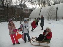 Зимний оздоровительный праздник в начальной школе  «Быстрые санки»