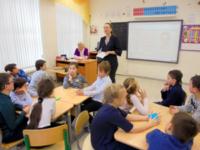 Интеллектуальная игра «Умники и умницы» в начальной школе